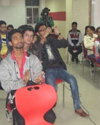 all_himcom_student_cheering_for_cause.