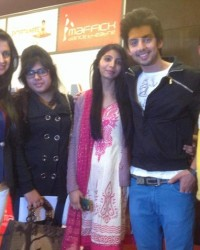 director_of_movie_divya_khosla_kumar_and_lead_actor_himansh_kohli_with_himcom_bmc_students_rashi,nazma_and_vardhan.