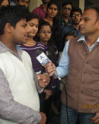 himcom_bmc_1_sem_jitender_chaudhary_facing_the_challenges_of_camera.__at_maharani_bagh.