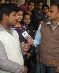 himcom_bmc_1_sem_jitender_chaudhary_facing_the_challenges_of_camera.__at_maharani_bagh.