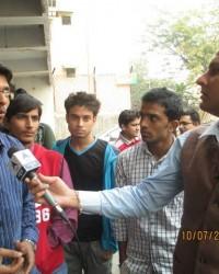 himcom_bmc_1_sem_student_ashish_richariya_interacting_with_all_intellectual_aspect_of_reporting.