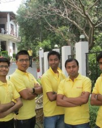 himcom_students_at_their_best_for_educational_tour.