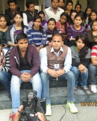 himcom_students_sharing_their_expression_of_reporting_with_abp_news_reporter_and_facing_camera_for_the_serious_practical_knowledge.