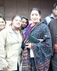 himcom_students_with_famous_tv_personality_and_bjp_mp_mrs._smriti_irani.