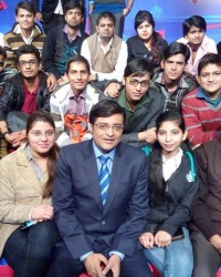 himcom_students_with_renowned_journalist_mr._arnab_goswami.