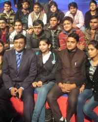 himcom_students_with_renowned_journalist_mr_arnab_goswami.